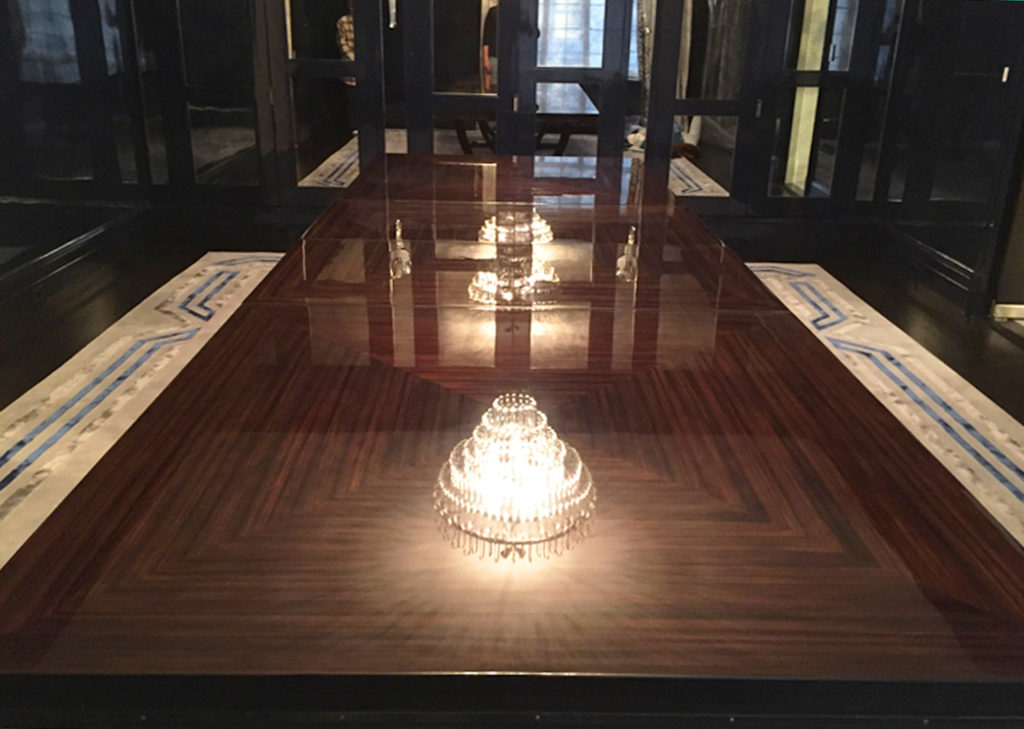 Efron Dining table in the Apartment